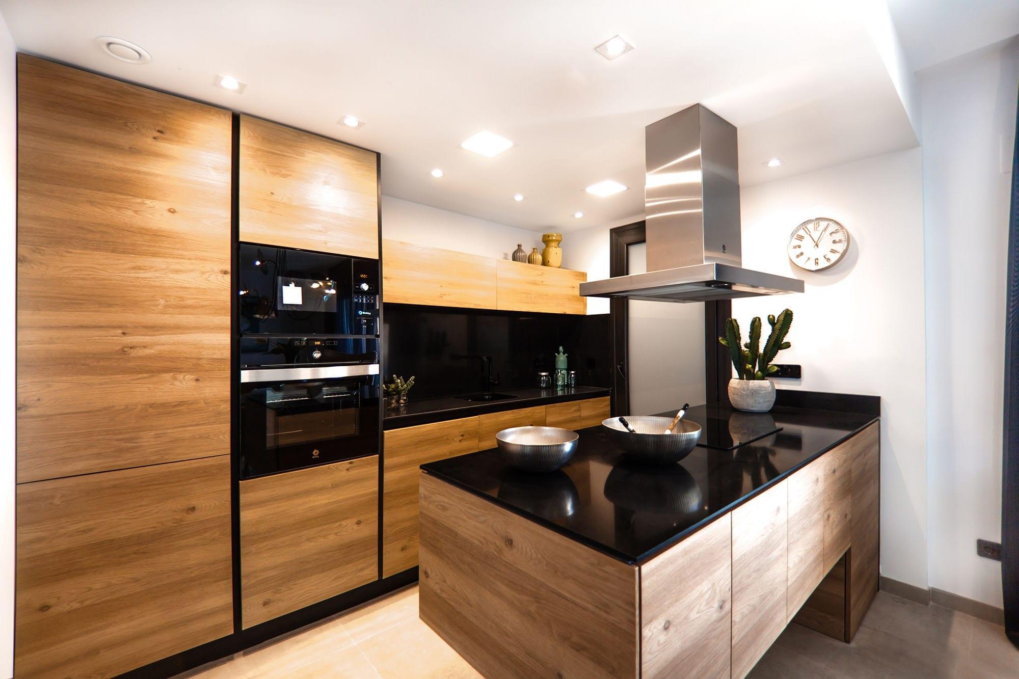Cuisine en bois personnalisée par Wood-in Menuiserie