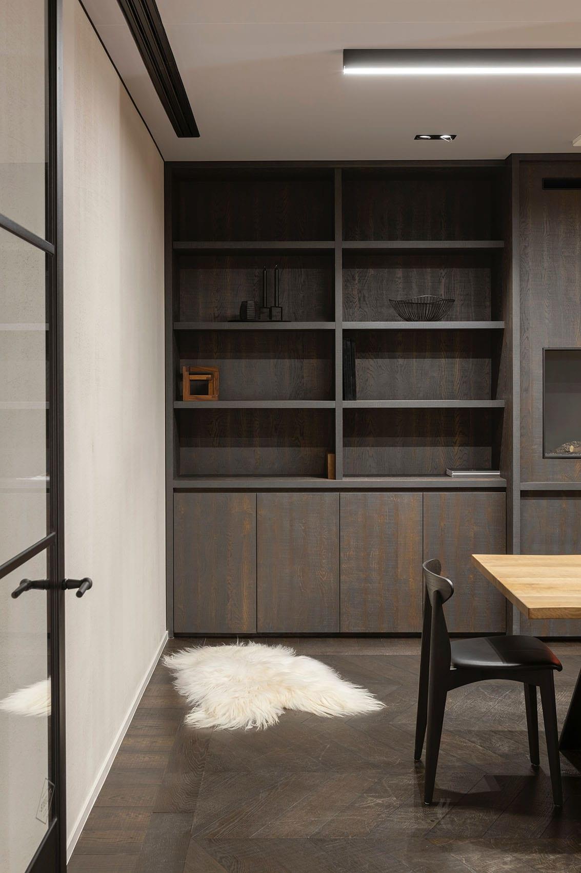 Bibliothèque en bois sur-mesure par Wood-in Menuiserie