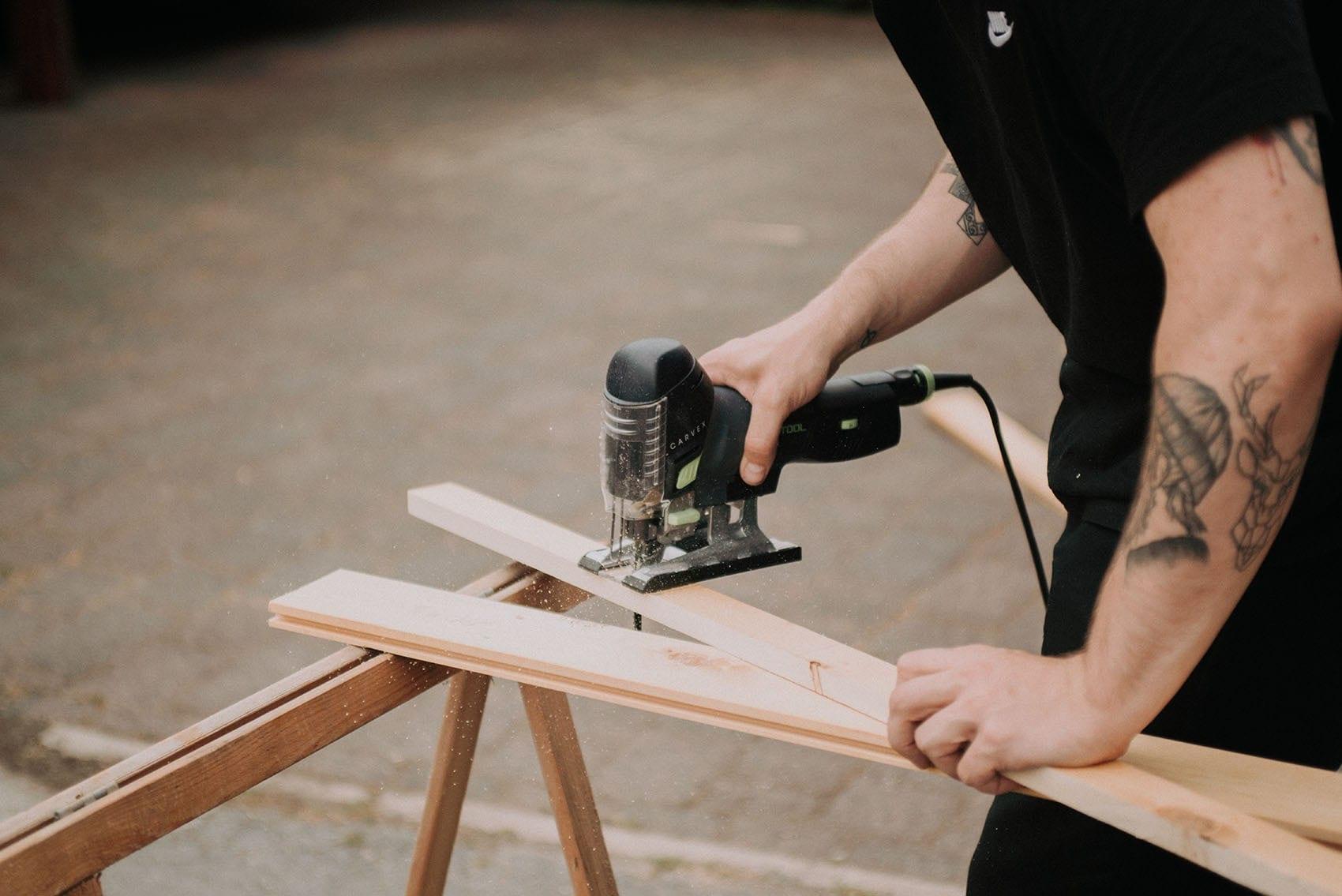 Wood In, fabrication et pose de volets en bois sur mesure