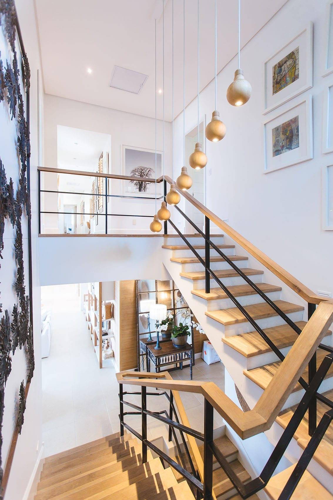 Escalier en bois sur-mesure par Wood-in Menuiserie