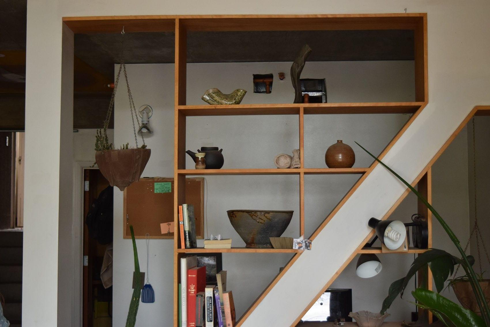 étagère encastrée en bois sur-mesure par Wood-in Menuiserie